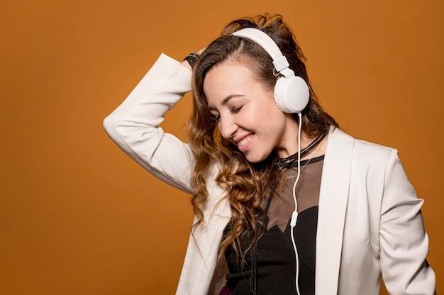 Kobieta Słuchania Muzyki Darmowe Zdjęcia
