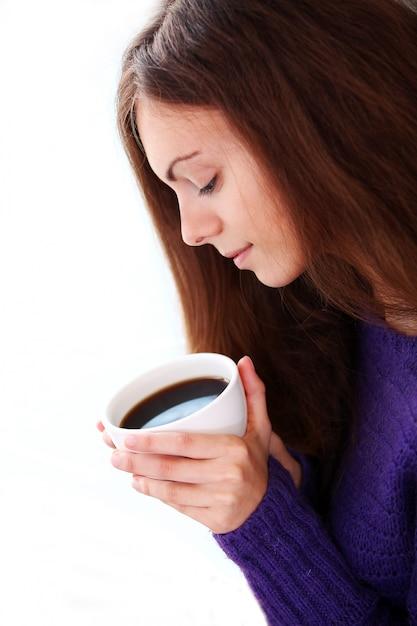 Kobieta Trzyma Filiżankę Kawy Darmowe Zdjęcia