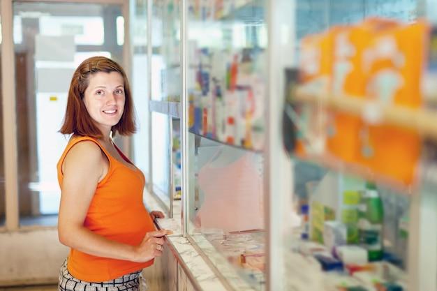 Kobieta W Ciąży Wybiera Narkotyki Darmowe Zdjęcia