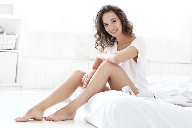 Kobieta W łóżku Darmowe Zdjęcia