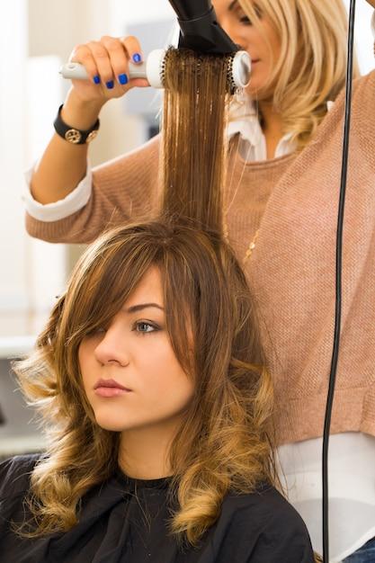 Kobieta W Salonie Fryzjerskim Darmowe Zdjęcia