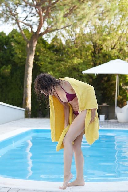 Kobieta w swimmin Premium Zdjęcia
