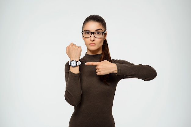 Kobieta Wskazując Zegarek, Czas Ucieka Darmowe Zdjęcia