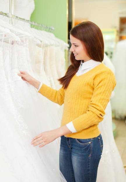 wybieranie sukni ślubnej