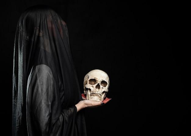 Kobieta z czarną przesłoną i kopii przestrzenią Darmowe Zdjęcia