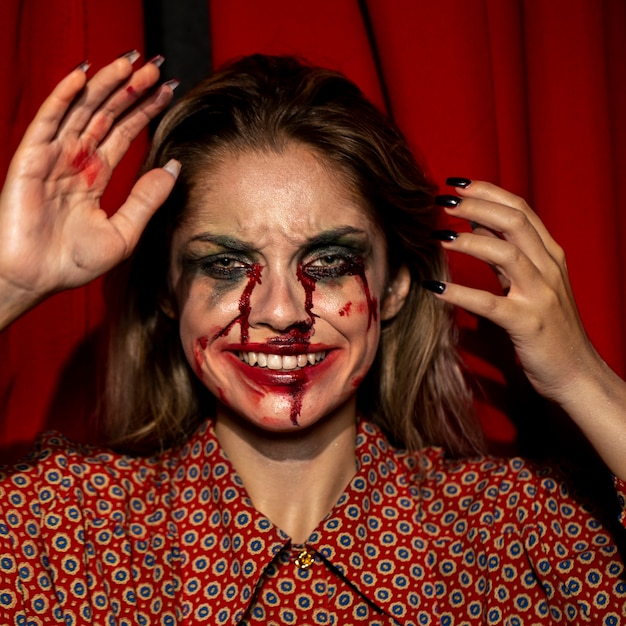 Kobieta Z Halloween Joker Makijaż Uśmiech Z Zębami Darmowe Zdjęcia