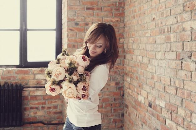 Kobieta Z Kwiatami Darmowe Zdjęcia