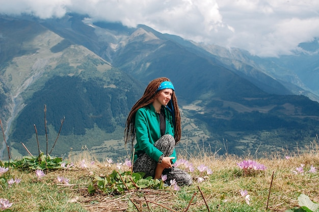 Kobieta Z Przyrodą Premium Zdjęcia