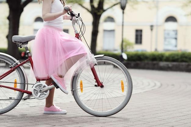 Kobieta Z Rowerem Darmowe Zdjęcia
