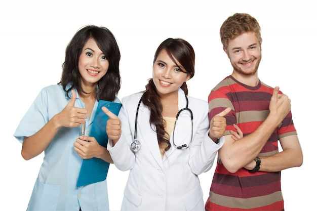 Kobiety Lekarka Z Asystentem I Pacjentem Daje Aprobatom Premium Zdjęcia