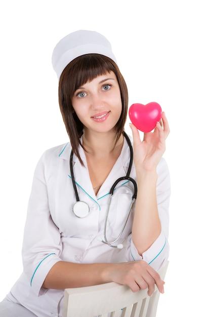 Kobiety Lekarka Z Sercem Odizolowywającym Na Białym Tle Premium Zdjęcia