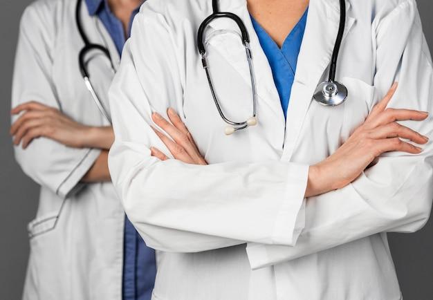 Kobiety Lekarz W Szpitalu Ze Stetoskopem Darmowe Zdjęcia
