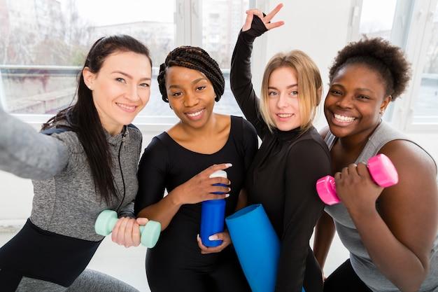 Kobiety Na Zajęciach Fitness Robi Selfie Darmowe Zdjęcia