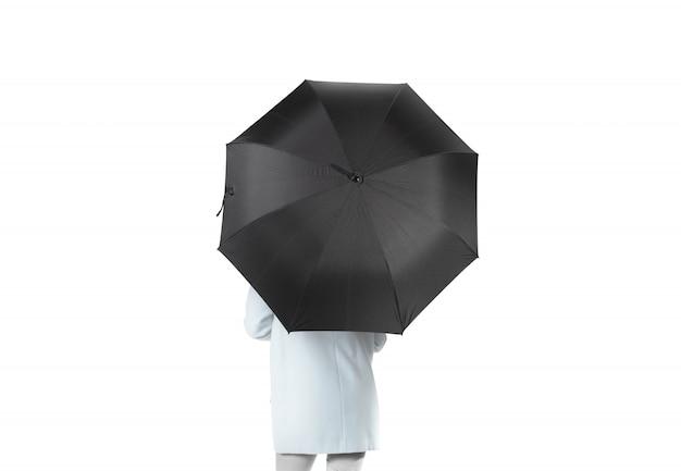 Kobiety Stoją Do Tyłu Z Otwartym Czarnym Parasolem Premium Zdjęcia