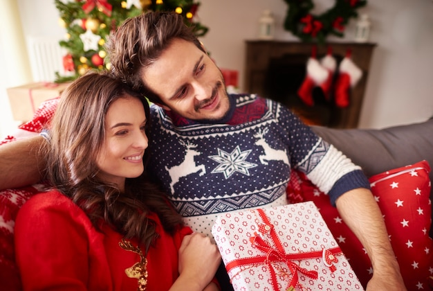 Kochająca Para W Okresie świątecznym Darmowe Zdjęcia