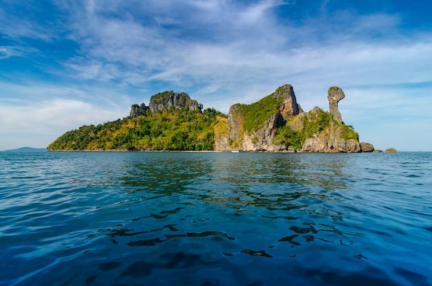 Koh Kai Drewniana łódź Krabi Tajlandia Premium Zdjęcia