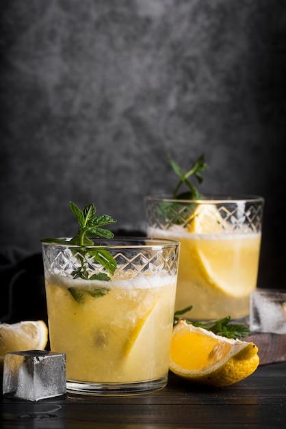 Koktajl Alkoholowy Z Cytryną I Miętą Darmowe Zdjęcia