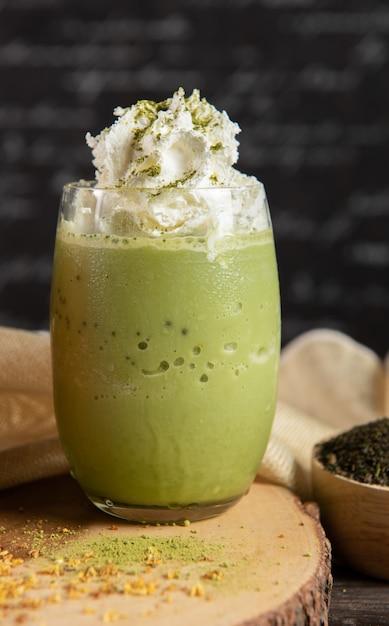 Koktajl Mleczny Zielonej Herbaty Z Bitą śmietaną Darmowe Zdjęcia