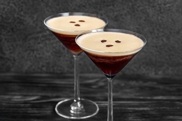 Koktajle Espresso Martini Przyprawione Ziarnami Kawy Premium Zdjęcia