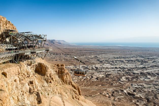 Kolejka Linowa Na Masadę, Starożytne Fortyfikacje, Morze Martwe W Tle Premium Zdjęcia
