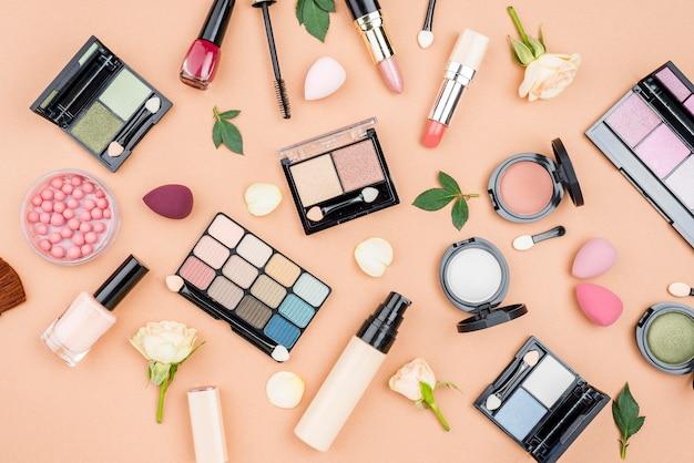 Kolekcja Płaskich świeckich Produktów Kosmetycznych Na Beżowym Tle Darmowe Zdjęcia