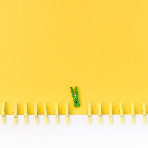 Kolekcja Spinaczy Do Bielizny Obok Zielonego Darmowe Zdjęcia