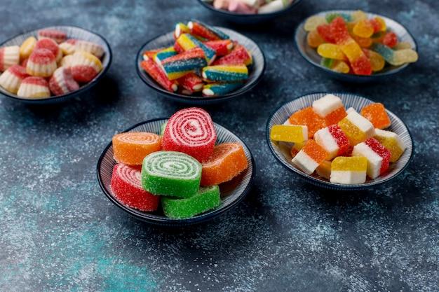 Kolorowe Cukierki, Galaretki I Marmolady, Widok Z Góry Darmowe Zdjęcia