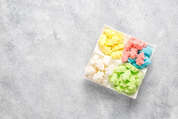 Kolorowe Cukry W Kształcie Choinki. Darmowe Zdjęcia