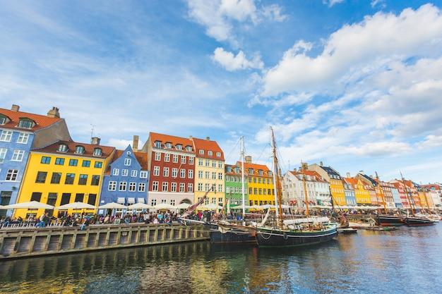 Kolorowe Domy W Starym Mieście W Kopenhadze Premium Zdjęcia