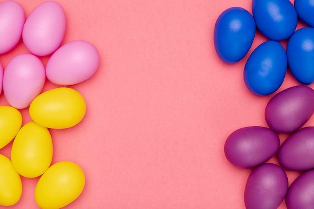 Kolorowe Jajka Na Stole Darmowe Zdjęcia