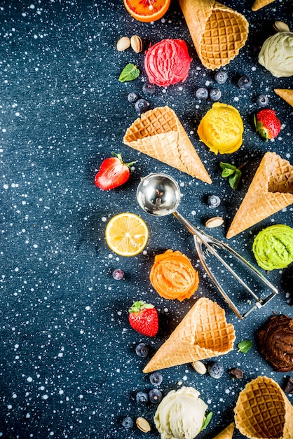 Kolorowe lody owocowe i jagodowe Premium Zdjęcia
