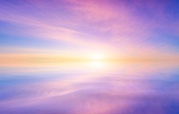Kolorowe Niebo Po Zachodzie Słońca. Premium Zdjęcia