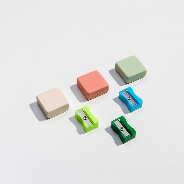 Kolorowe temperówki i gumki wysoki widok Darmowe Zdjęcia
