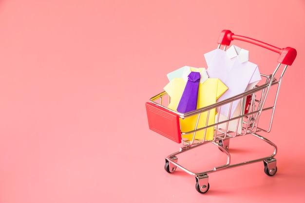 Kolorowe zabawki papierowe koszule w wózek na zakupy Darmowe Zdjęcia