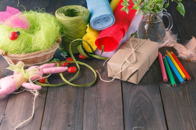 Kolorowy Papier, Ołówki, Różne Taśmy Washi, Nożyczki Rzemieślnicze. Premium Zdjęcia