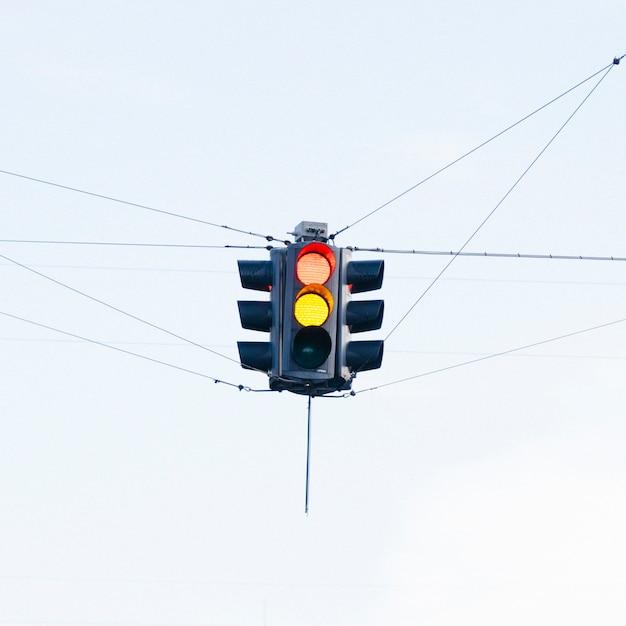 Kolorowy Semafor Na Skrzyżowaniu Ulic Darmowe Zdjęcia