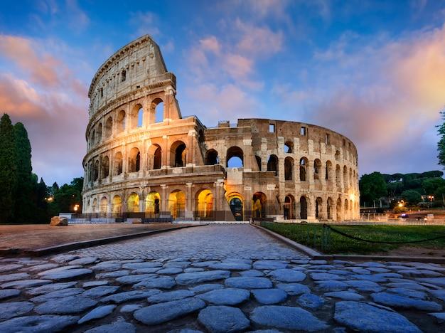 Koloseum W Rzymie O Zmierzchu Premium Zdjęcia