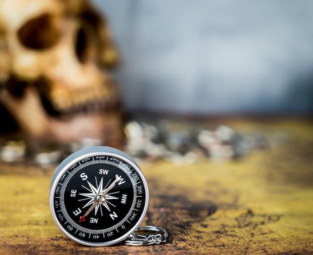 Kompas Dla Rocznika Skarbu Polowania Pojęcia Kopii Przestrzeni Premium Zdjęcia