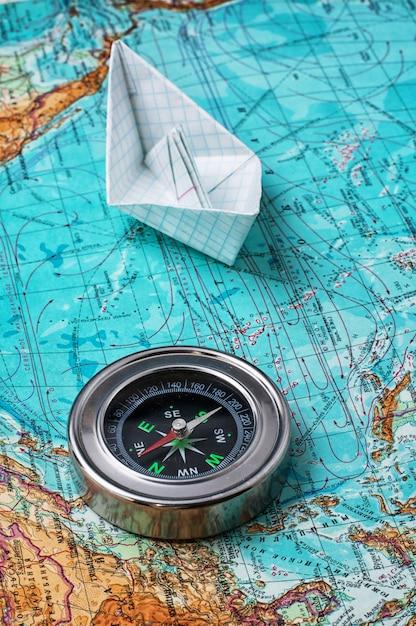 Kompas, mapa głównych instrumentów turystycznych Premium Zdjęcia