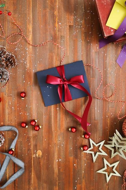Kompozycja świąteczna Z Ozdobami I Pudełkami Na Prezenty Darmowe Zdjęcia