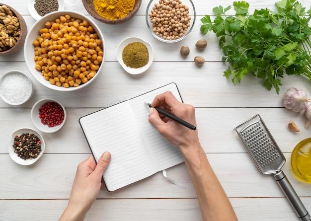 Kompozycja z góry na pyszne jedzenie i składniki Darmowe Zdjęcia