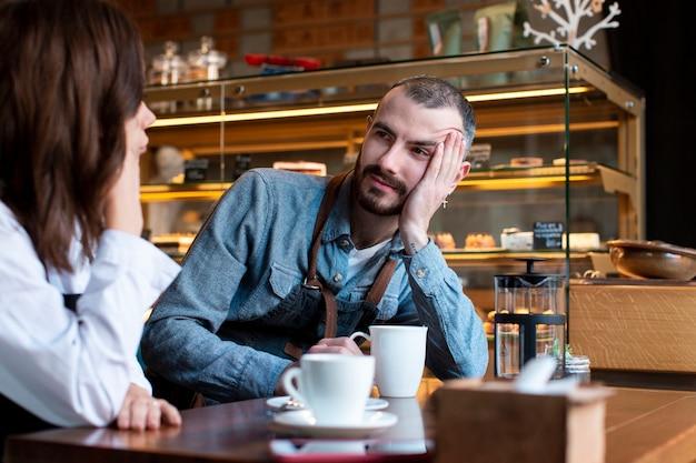 Komunikowanie się partnerów biznesowych pod dużym kątem Darmowe Zdjęcia