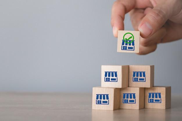 Koncepcja Biznesowa Franczyzy, Ręcznie Wybrać Blog Drewna Z Marketingu Franczyzy. Premium Zdjęcia
