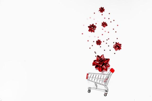 Koncepcja Bożego Narodzenia I Czarny Piątek. Górny Widok Poziomy Copyspace. świąteczne Tło Sprzedaży Premium Zdjęcia