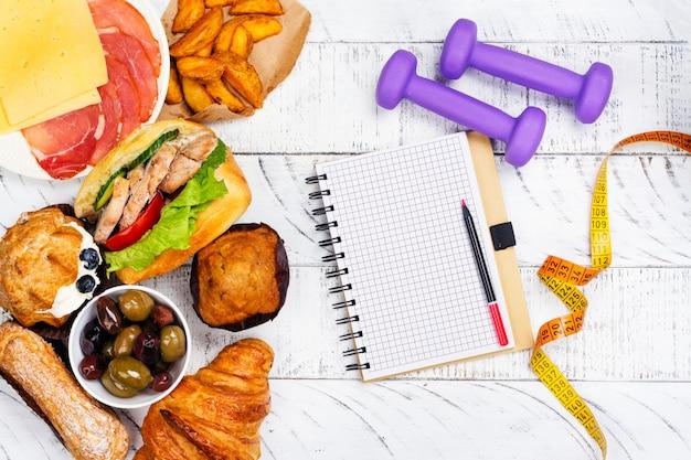 Koncepcja bulimia lub zaburzenia odżywiania. czas na dietę Premium Zdjęcia