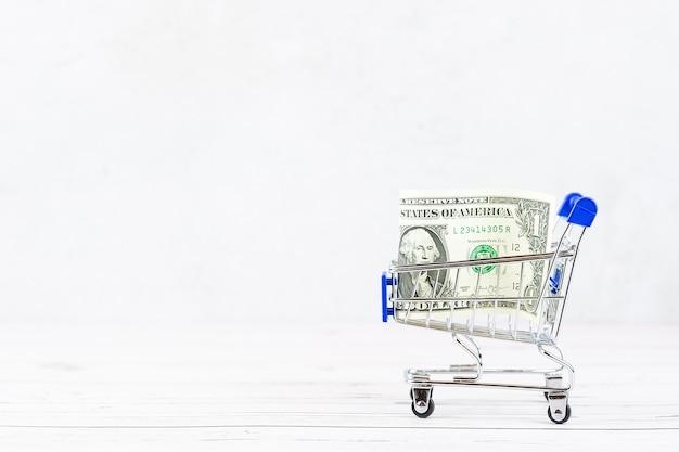 Koncepcja Finansowa, Banknoty W Koszyku Premium Zdjęcia