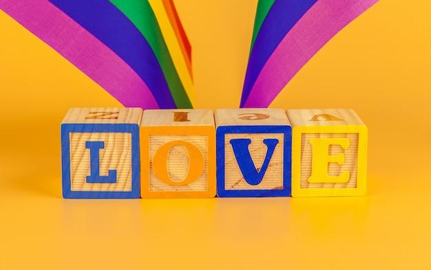 Koncepcja Lgbt, Miłość Tekstu, Flaga Lgbt Premium Zdjęcia