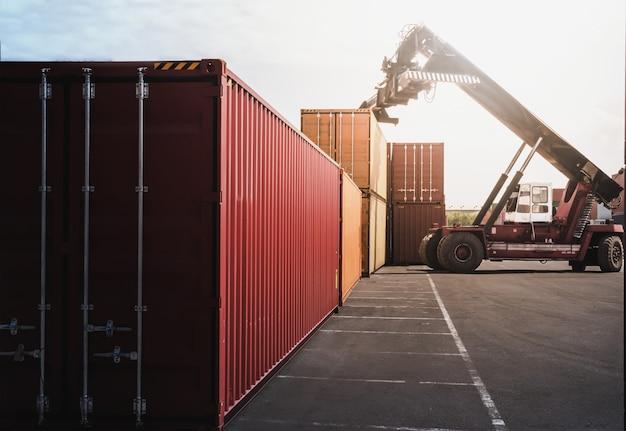 Koncepcja logistyki biznesowej, mapowanie globalnego połączenia partnerów container cargo Premium Zdjęcia
