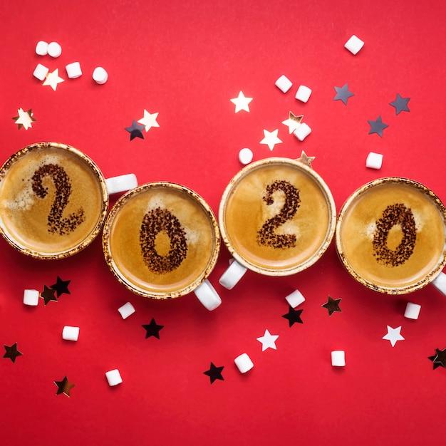 Koncepcja nadejścia nowego 2020 r. wywodzi się z filiżanek kawy Premium Zdjęcia