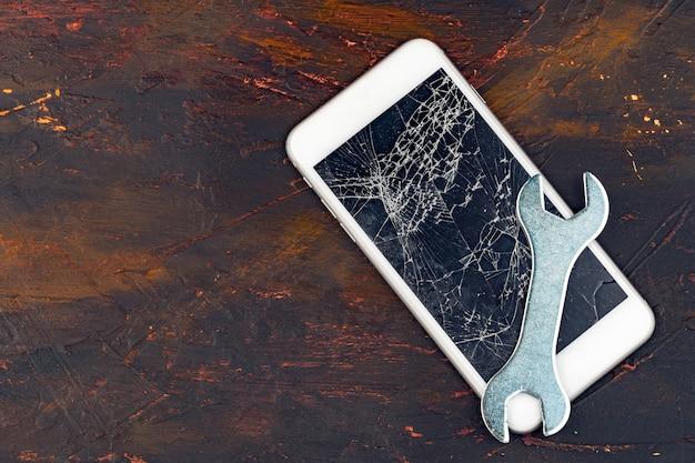 Koncepcja Naprawy Smartfona, Uszkodzony Wyświetlacz Smartfona I Narzędzia Premium Zdjęcia